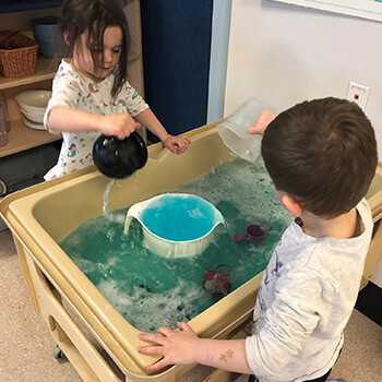 Science experiment for Kindergarten kids at Toddle Inn